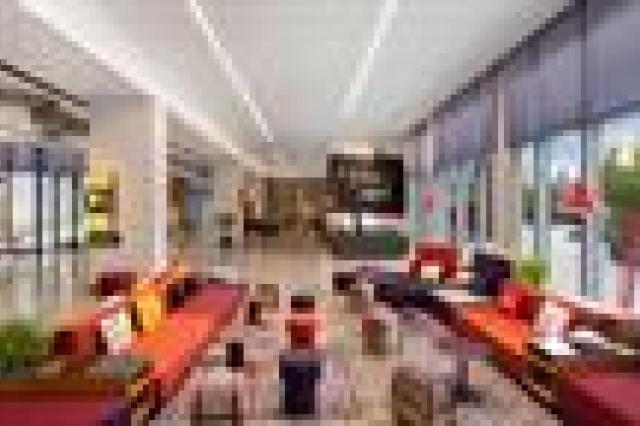 Hampton Inn Hampton By Hilton Al Seef